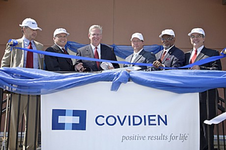 covidien_ribbon_cutting
